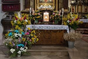 Wniebowzięcie - dekoracja ołtarza