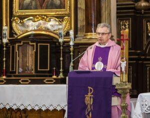 różowy kolor szat liturgicznych
